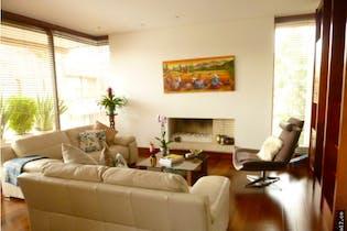 Apartamento Bosque Verde -Suba, cuenta con chimenea y 3 garajes.