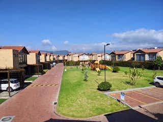 Casa en venta en Calahorra de 321m² con Gimnasio...