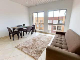 Una sala de estar llena de muebles y una ventana en Apartamento en venta en Laguna Larga, 64m² con Gimnasio...