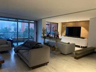 Venta de apartamento en La Calera con balcones amplios y vista.
