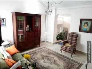 Casa en venta en Santa Paula con acceso a Jardín