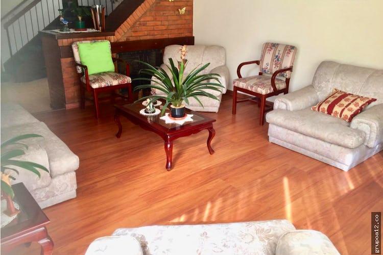 Portada Vendo casa en Conjunto cerrado Cedro Golf Bogotá, cuenta con amplias habitaciones.