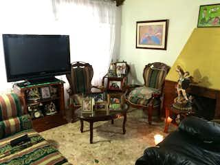Una sala de estar llena de muebles y una televisión de pantalla plana en Casa en venta en Nueva Marsella, 240mt