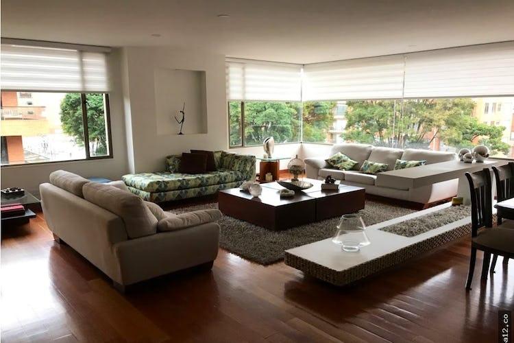 Portada Venta hermoso apartamento en Chico Navarra - con cuatro habitaciones