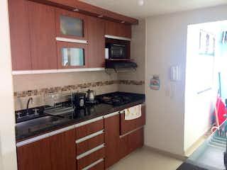 Una cocina con una estufa de fregadero y nevera en VENDO APARTAMENTO EN SIMON BOLIVAR EDIFICIO EL OASIS