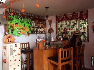 Una cocina llena de muchas plantas en macetas en Venta Casa remodelar barrio Morato, Bogotá - 4 alcobas