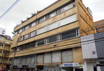 Apartamento En Venta En Bogota Chapinero Central, cuenta con 2 habitaciones y cocina integral.