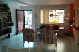 Venta Casa En La América, Tres Niveles, 4 Habitaciones.