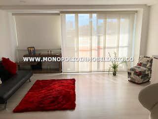 Una sala de estar llena de muebles y una alfombra en LA PLAZA LIVING 303