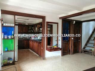 Una sala de estar con un montón de muebles en ella en Casa  en venta- San Antonio de Prado- 5 alcobas