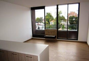 Apartamento En Venta En Bogota Pasadena, cuenta con garaje cubierto y depósito tipo locker.