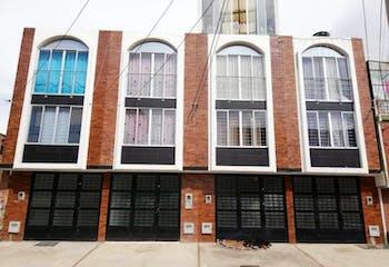 Casa En Venta En Bogota Bosa, cuenta con terraza y 3 habitaciones.