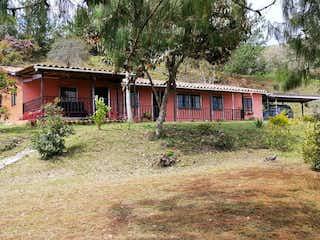 Finca independiente en Guarne, Casa en venta en La Charanga 6937m²
