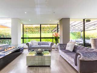 Una sala de estar llena de muebles y una gran ventana en Casa En Venta En Cajicá Conjunto Residencial Los Robles