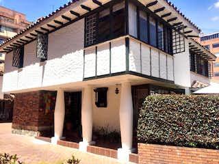 Casa en venta en Barrio La Carolina de 3 hab. con Zonas húmedas...