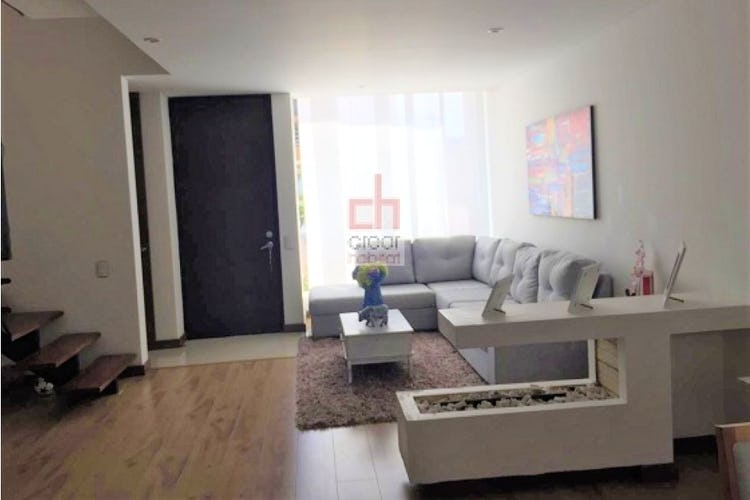 Portada Vende Casa Cajica-Colombia, cuenta con terraza y 3 niveles.