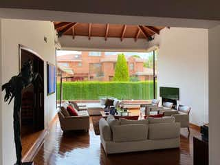 Vendo casa en Hacienda San Simón con excelentes espacios