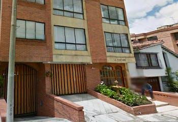 Apartaestudio En Venta En Bogota Santa Barbara Central-Usaquén, cuenta con chimenea y garaje cubierto.