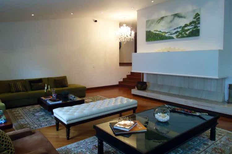 Portada Apartamento En Venta En Bogota Rosales, cuenta con 4 niveles y 3 habitaciones.