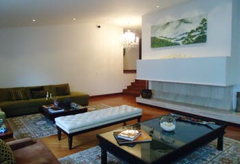 Apartamento En Venta En Bogota Rosales, cuenta con 4 niveles y 3 habitaciones.