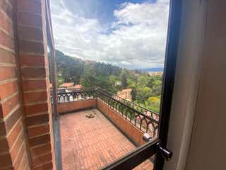 Una vista de una ciudad desde una ventana en Ph remodelar Sotileza, Apartamento en venta en Bosque Medina de 3 hab. con Bbq...