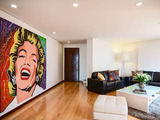 Una sala de estar llena de muebles y una televisión de pantalla plana en Apartamento en venta en Barrio Usaquén de 3 habitaciones