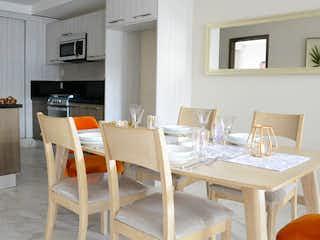 Una sala de estar con una mesa y una mesa en Miguel Laurent 1353