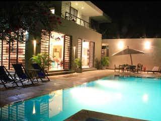 Una vista de una piscina por la noche en CASA CAMPESTRE CONJUNTO CERRADO ANAPOIMA CUNDINAMARCA