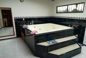 Casa En Venta En Chia La Balsa, cuenta con 5 habitaciones.