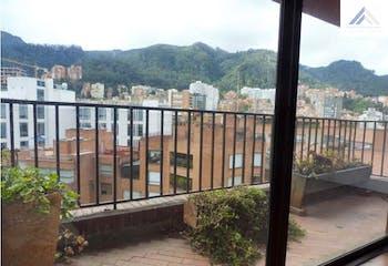 Apartamento en venta en El Nogal con acceso a Jardín