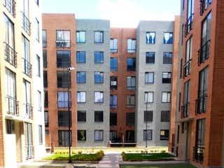Una calle de la ciudad llena de edificios altos en 98594 - VENTA - APARTAMENTO - MADRID CONJUNTO ARANJUEZ
