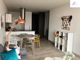 Una sala de estar llena de muebles y una chimenea en Apartamento en Venta Nogal - Balcón, 1 Habitacion.