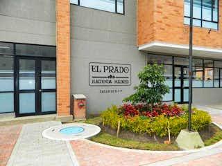 Una señal en el lado de un edificio en 102164 - VENTA APTO PRIMER PISO CONJUNTO EL PRADO, HACIENDA MADRID