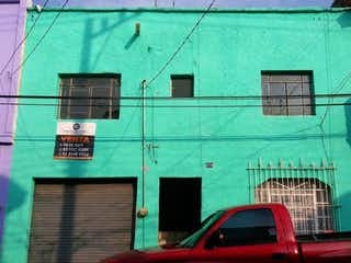 Se Vende Casa por Paseo Alcalde opcion a duplex
