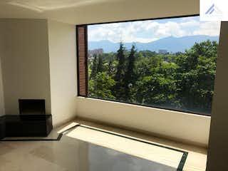 Un baño con un gran ventanal y un gran ventanal en Venta apartamento Cerros de Niza, Suba- 2 alcobas