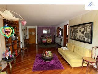 Una sala de estar llena de muebles y una televisión de pantalla plana en Apartamento en venta en Bella Suiza, 96mt con terraza