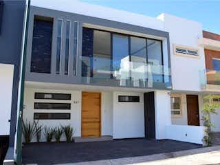 Casa en venta en Fracc Colinas El Centinela 238m² con Jardín...