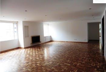 Apartamento en Venta con 211m2+21,  3Habitaciones en Rosales.