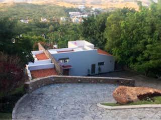 Casa en venta en Rancho El Centinela con acceso a Jardín