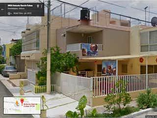 Casa en venta en Jardines De Los Historiadores de 3 hab.