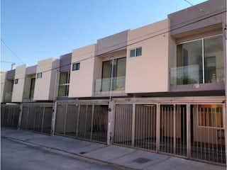 Casa en venta en Panorámica Huentitán de 160m² con Jardín...
