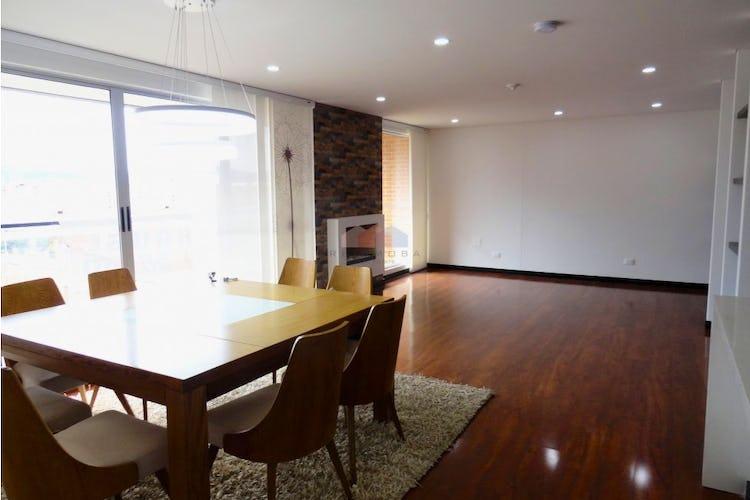 Apartamento en venta en Mazuren con sala-comedor, chimenea y persianas  electricas.
