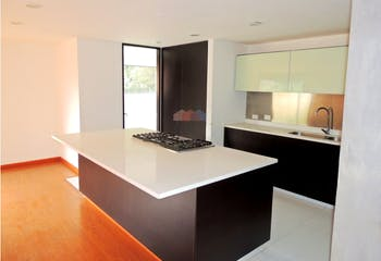 Apartamento para venta en Chicó Alto, cuenta con 3 habitaciones.