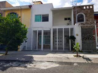 Casa en venta en Fracc Mirador San Isidro de 157m² con Jardín...