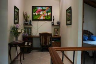 Casa En Venta En Rionegro Gualanday con 3 habitaciones, 4 baños y cocina abierta.