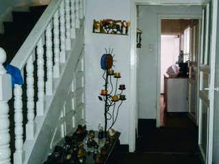 Una habitación que tiene un montón de cosas en ella en Casa En Venta En Bogota Bosque Calderón-jardín interior