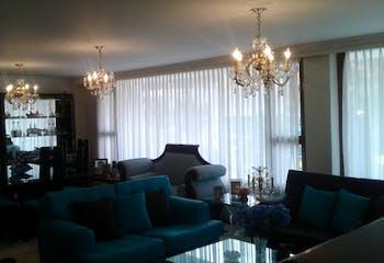 Apartamento en Santa Barbara Central, Bogotá 178 mts, 2 parqueaderos.