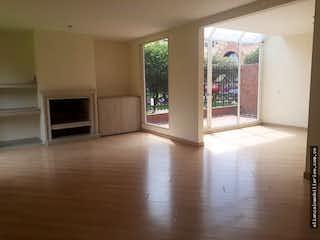 Una vista de una sala de estar y comedor en Casa Venta Belmira-2 Habitaciones, una de ellas con vestier
