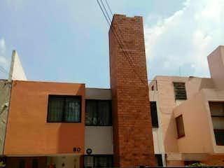 Muy buena casa en la colonia Los Olivos para remodelar