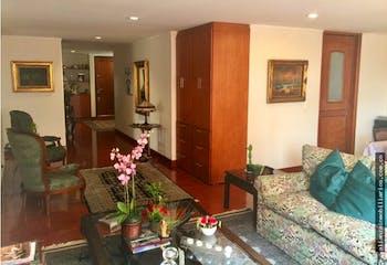 Apartamento En Santa Paula, Cuenta Con 3 Habitaciones.